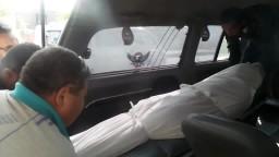 لحظة خروج جثمان الشهيد عمر شريف من المشرحة
