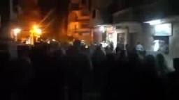 مسيرة حاشدة بالسيوف وسط هتافات المتظاهرين