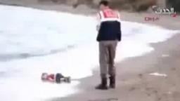 طفل سوري نازح غريق على سواحل بدروم التركية