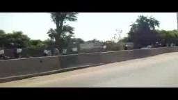 سلسلة بشرية لثوار اشمون على طريق القناط