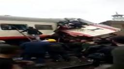 محاولة انتشار الركاب بعد إصطدام قطار 989 القادم من أسوان بقطار 991 القادم من سوهاج في منطقة روض الفرج