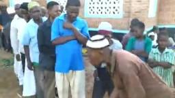 توزيع صدقات لإحدي القرى في أفريقيا بإسم الراحل م.أيمن عبدالغني