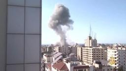 """تدمير بنك """"الإنتاج"""" الفلسطيني بالكامل بقصف إسرائيلي على غزة"""