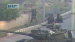 سوريا- درعا - قناصة تطلق النار بحماية الدبابات 25-4