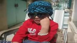 طفل يشرشح القذافي