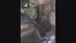 انظر كيف يقومون الشبيحة والامن السوري العلوي الحقير بازلال المواطن السوري اين انتم يا عرب ؟؟!!