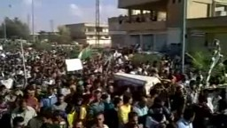 سوريا_ الحسكة عامودا استقبال الاهالي لنعش المناضل مشعل تمو 8 10 2011