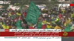 غزة- حشود المواطنين وهي  تترقب في ساحة الكتيبة الخضراء