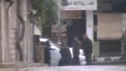 سوريا- حماه الفراية هجوم عصابات الاسد على المتظاهرين جمعة الله اكبر 4 11