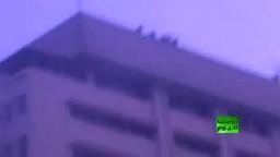 مجهولون يقذفون المعتصمين بالحجاره من سطح مجلس الوزراء