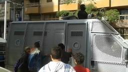 اعتقال أمن الانقلاب لأب من وسط بناته 7 12 2013
