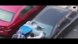 طالب بجامعة القاهرة ينقذ سيارة مواطن