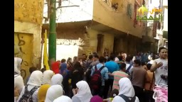 طلاب أوسيم  يهتفون أمام منزل صفاء حسن