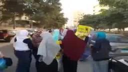 حورية الثورة بشارع المكتبات بالاسكندرية